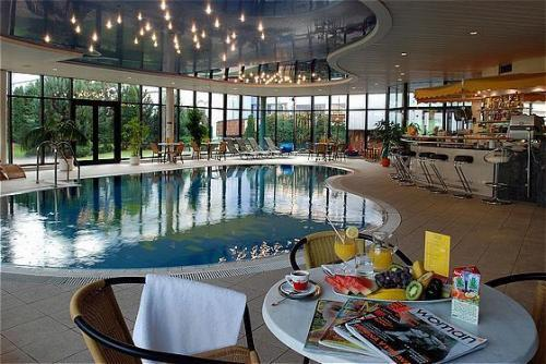 Словакия Holiday Inn Bratislava 4* фото №2