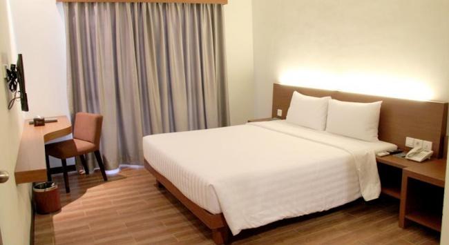 Индонезия Grand Whiz Hotel Nusa Dua 4* фото №1